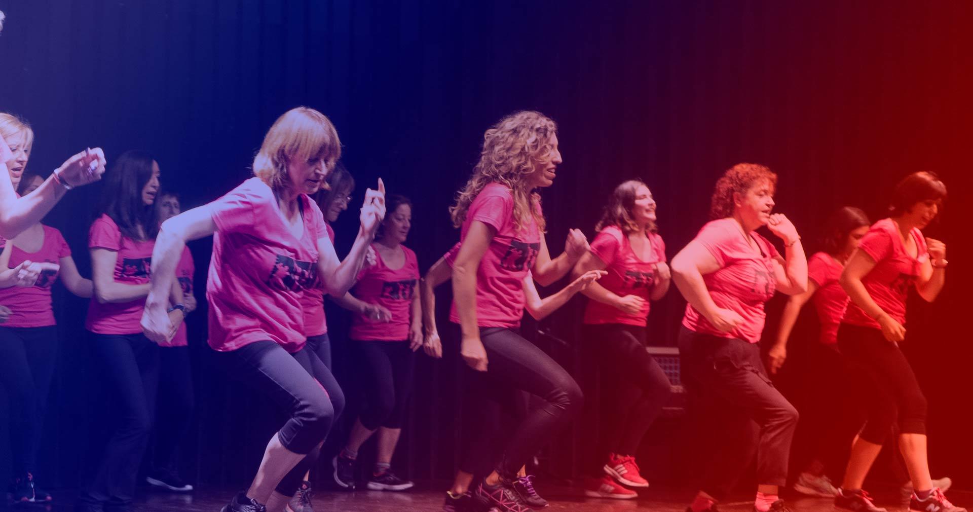 Ponte en forma a la vez que aprendes a bailar con Baile Fitness.