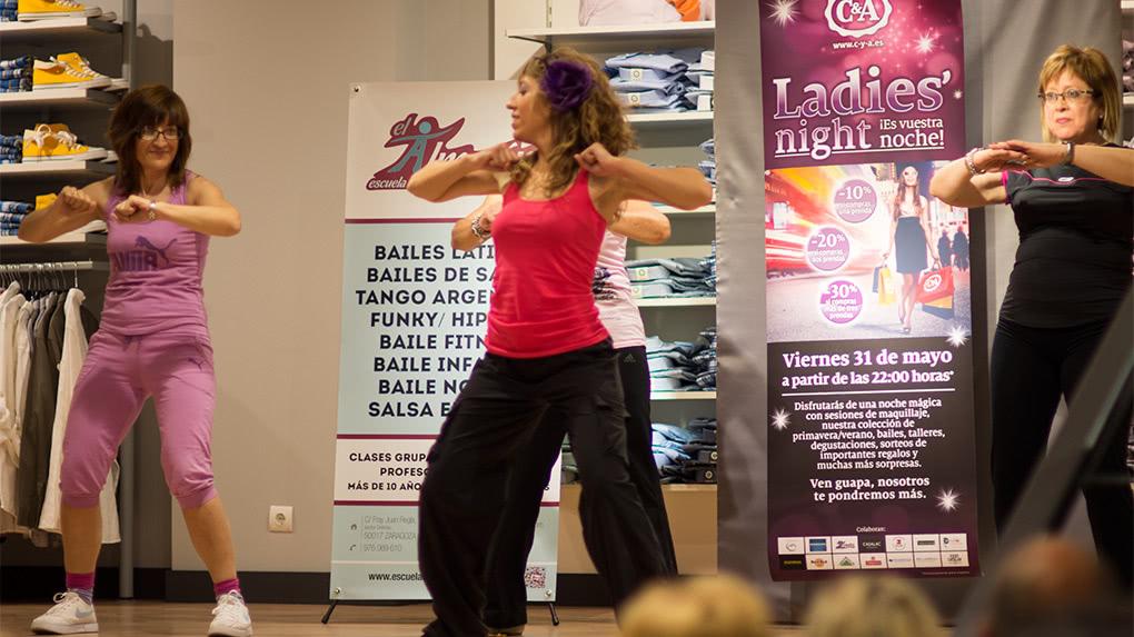 Exhibición de Baile Fitness en C&A