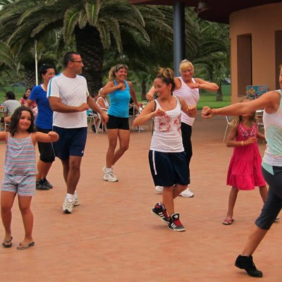 Taller de Baile Fitness es Camping LÁube, Riomar