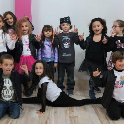 Curso baile moderno infantil en Escuela de baile el Almacén, Zaragoza.