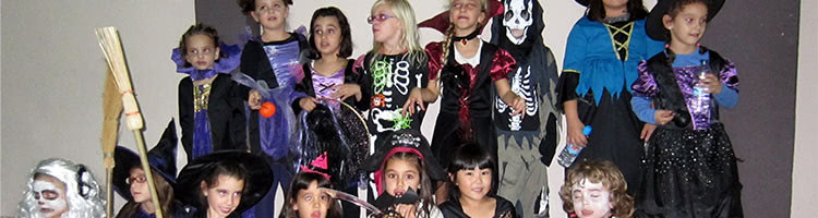 Celebración de Halloween en la clase de Baile moderno para niños de la Escuela de Baile el Almacén