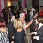 Bailando a ritmo de Salsa, Bachata y Kizomba.Fiesta de baile de baile en Halloween, en Escuela de Baile el Almacén, Zaragoza.